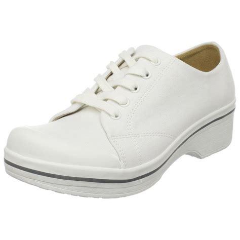 1000 ideas about dansko nursing shoes on