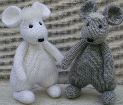 knitting pattern christmas mouse knit christmas hanukkah mice