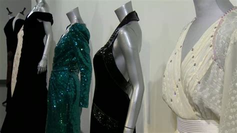 Dianas Dress Sells For 60000 by Princess Diana S Navy Dress Sold For 163 240 000 News