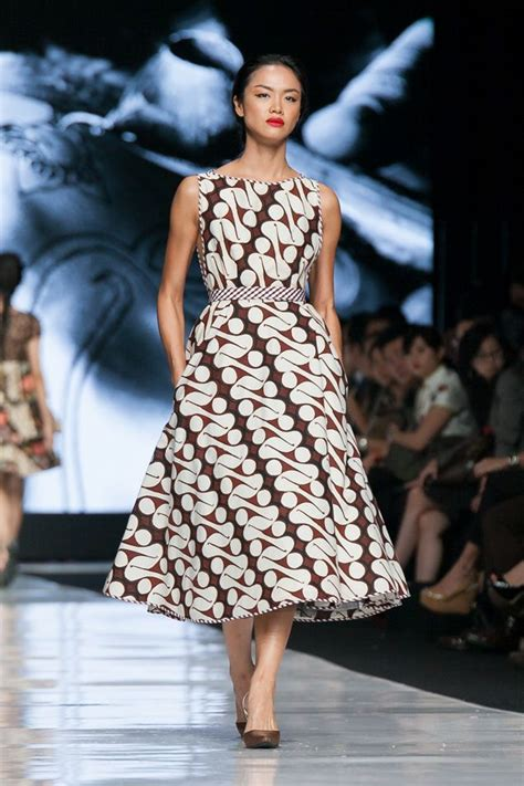 design gaun fashion show dress batik modern terbaru 2017 cantik anggun dan