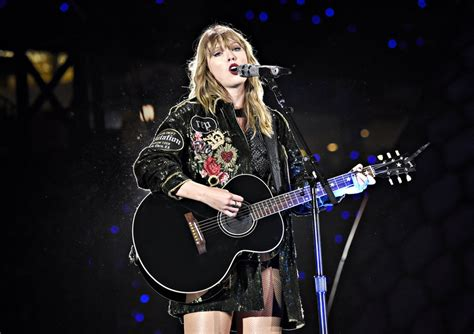taylor swift delicate live acoustic 13 things you need to know about taylor swift s