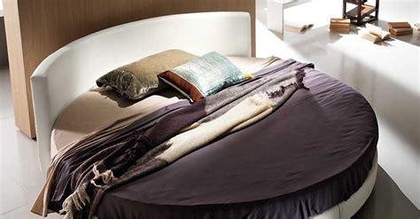 divani low cost on line divani letto rotondi idee per il design della casa