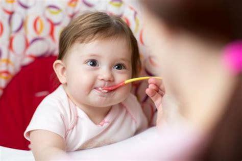 wann mit brei anfangen baby welche zutaten in babys erstem brei gem 252 se getreide