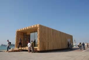 maison en palettes de bois construction en