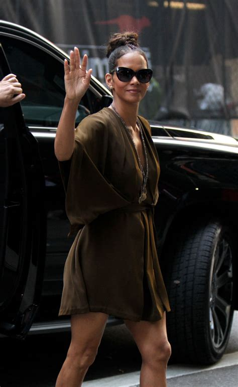 Halle Berry On The Set Of Morning America by Halle Berry Arrives At Morning America In New York 08