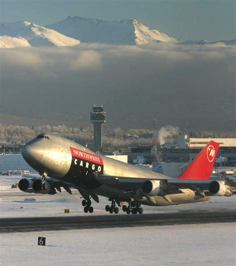 northwest airlines cargo boeing 747 300 lifts from ted anchorage international
