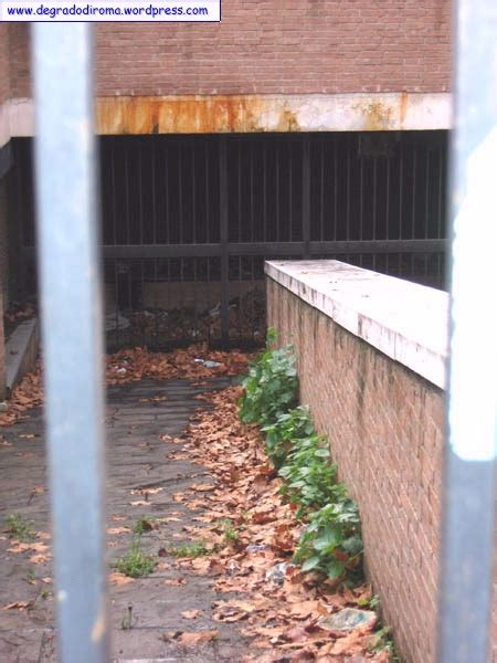 ufficio postale piazza dante roma piazza dante all esquilino il degrado di roma