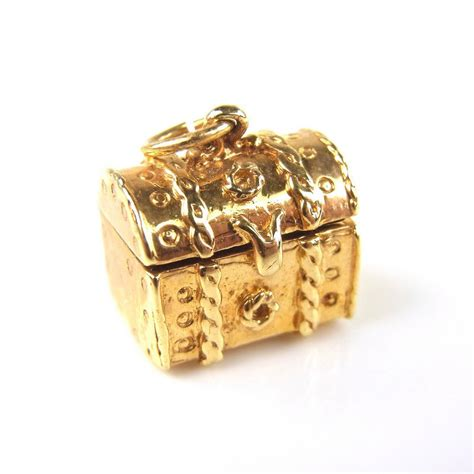 9 ct yellow gold treasure chest charm