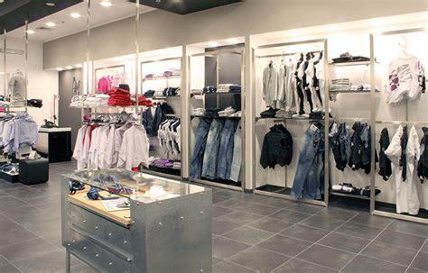 arredamenti per negozi di abbigliamento interni negozi abbigliamento ko54 187 regardsdefemmes