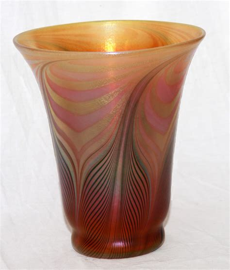 quezal pulled feather shade vase collectors weekly