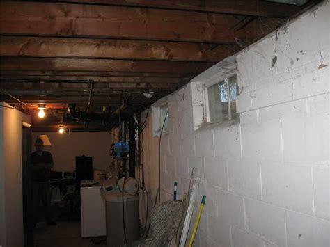 horizontal wall crack