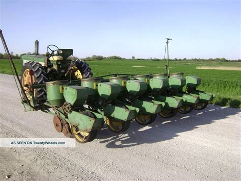 Deere 1250 Planter by Deere 6 Row 1250 Plate Type Planter