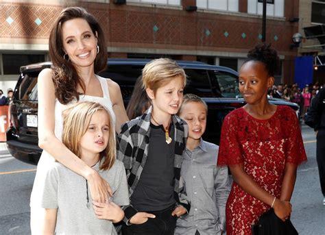 film cinta suci zahara angelina jolie brill 243 junto a sus hijos en alfombra roja