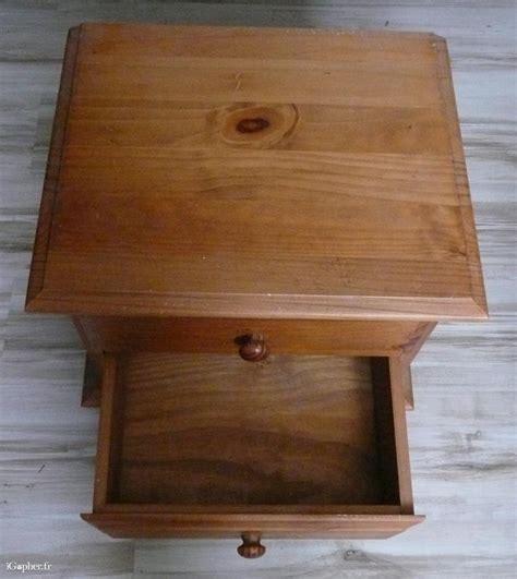 table de nuit en pin table de nuit 2 tiroirs en pin massif couleur miel