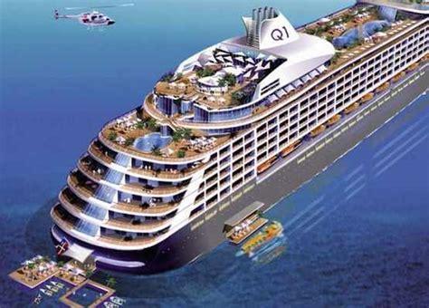 botar un barco que es quintessentially one crucero de ultra lujo para ricos y