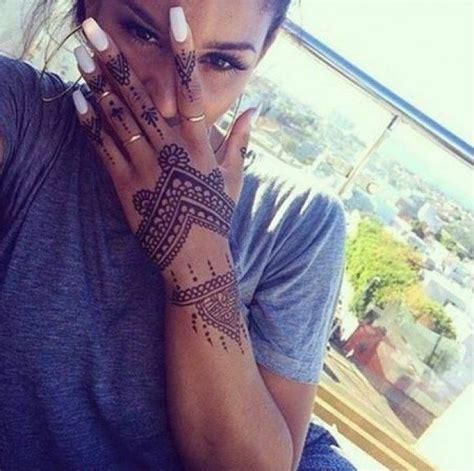 tattoo mandala en la mano 17 mejores ideas sobre tatuajes de henna en pinterest