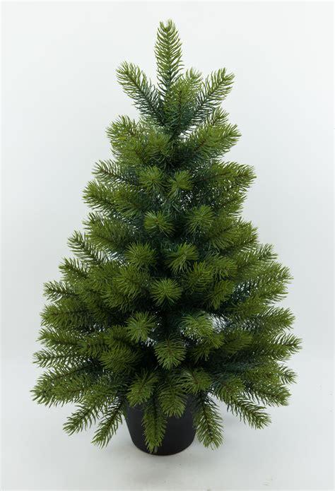 k nstlicher tannenbaum tannenbaum im topf tannenbaum im topf kunstbaum als weihnachtsdeko horror k nstlicher