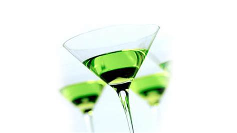 green apple martini bottle 5 cocktails with white wine for every ocasion