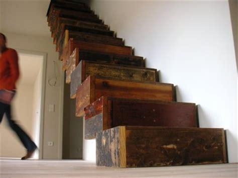 lada da comodino moderna escaleras interiores de madera hecha con cajas decorahoy