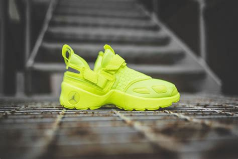 highlighter yellow basketball shoes highlighter yellow basketball sneakers trunner lx