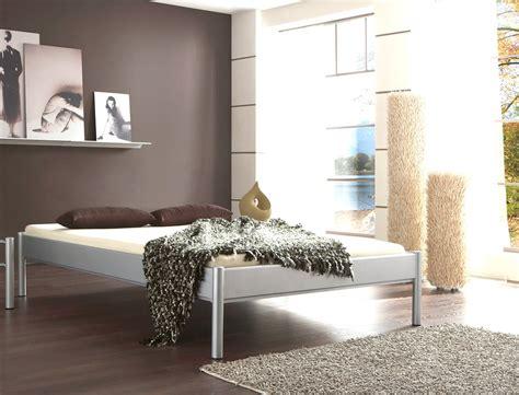 was genau ist ein futonbett metallbett simona schwarz matt struktur gr 246 223 e nach wahl