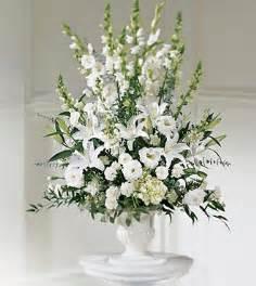 white flower arrangements beautifull flowers 2011 white wedding flower arrangements