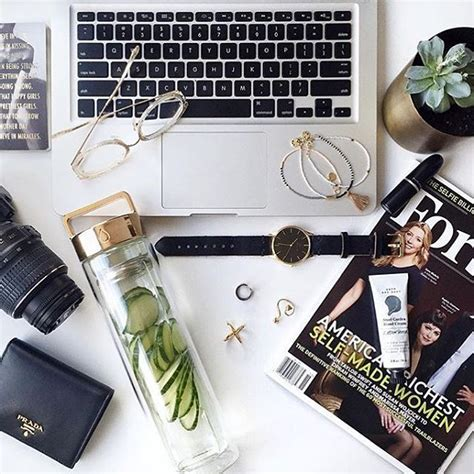 Detox After Desk by Best 25 Desk Essentials Ideas On Office