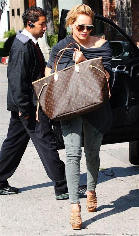 Hilary Duff And Louis Vuitton Nimbus Gm by Duff Carrying The Neverfull Gm Louis Vuitton