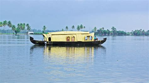 fishing boat of india var breathtaking backwater 2 days go beyond asia