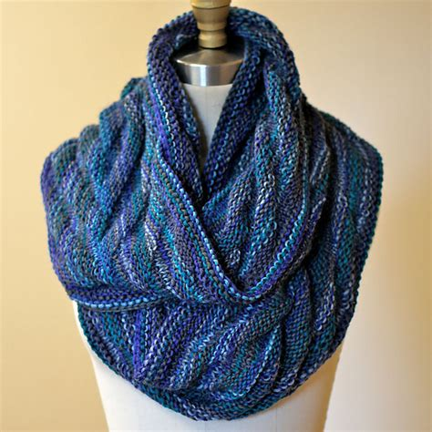 how to knit a moebius scarf arrowhead moebius cowl free knitting pattern nobleknits