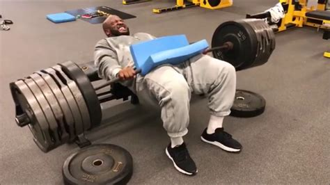 strongest football player bench press the strongest player in the nfl right now youtube