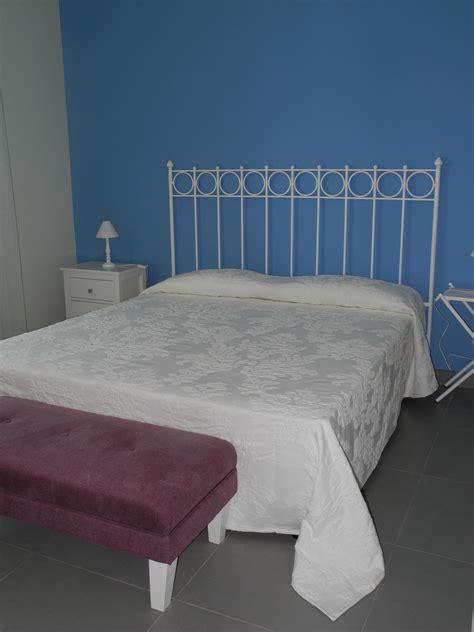 testata letto ferro testata letto in ferro laccato bianco comodini in ferro e