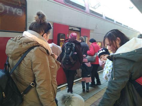 vylet vlakom poďme s deťmi von v 253 let vlakom do žiliny ruka v ruke