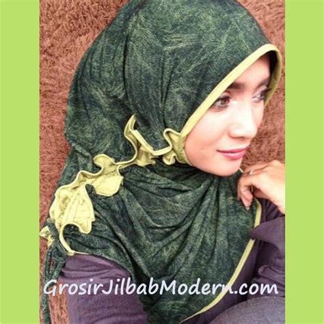 Segi Empat Polos Katun Hijau Kerudung Hijabeauty Umama jilbab marimar curly hijau lumut grosir jilbab modern jilbab cantik jilbab syari jilbab instan