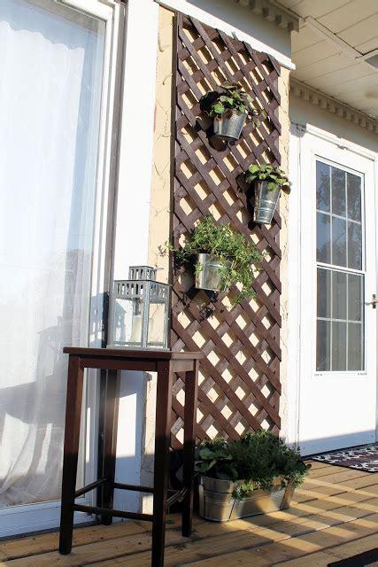 enrejado askholmen terraza con celosia ikea optimiza los espacios de exterior
