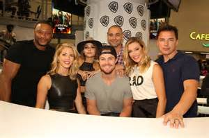 Arrow cast comic con signing photos seat42f part 3