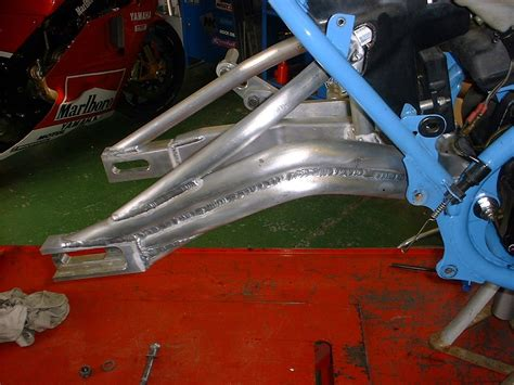 swing arm banana suspension