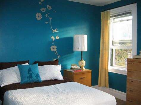 Soothing Master Bedroom Paint Colors - choosing colors by room to set the mood