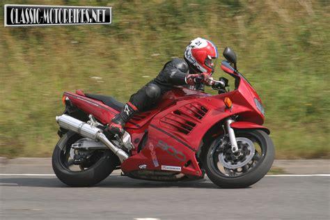 Suzuki Rf900r Specs Suzuki Rf900r Fast Classic Road Test Classic Motorbikes