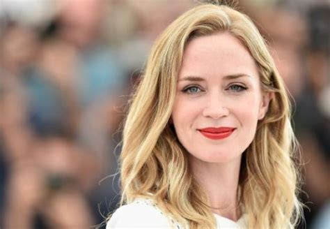 emily blunt us citizen jimmy kimmel emily blunt had a few celebrities on hand as she became a