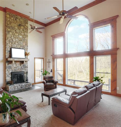 decorating with high ceilings family room come arredare ambienti con soffitti alti idee