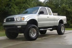 raleigh: **2001 lifted toyota tacoma with 33x12.50 dunlop