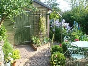 Small Cottage Gardens - small back garden cottage style gardening pinterest