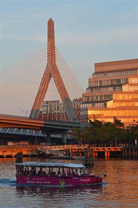 duck boats boston ma duck boat in front the lenny zakim bridge boston ma