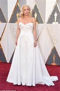 lady gaga hits the oscars 2016 red carpet with fianc 233