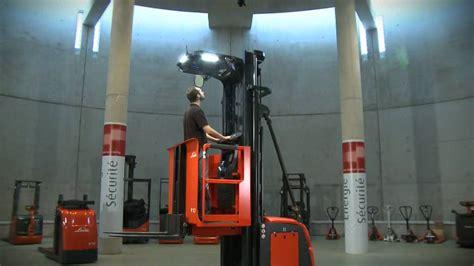Standing Forklift by Linde Man Up Order Pickers V10 2800mm Amp V10 6350mm Youtube