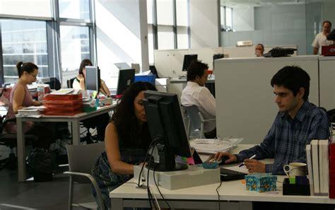 imagenes de la familia trabajando gente trabajando en oficina imagui