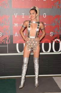 Crystal Chandelier Song Miley Cyrus At 2015 Mtv Video Music Awards Celebzz Celebzz