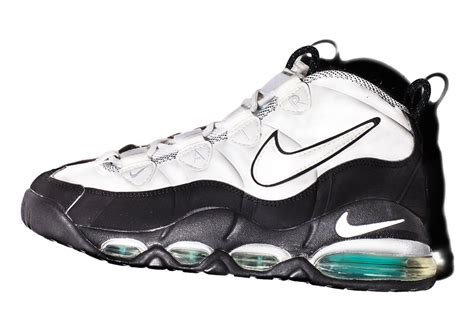 nike basketball shoes history nike revisits the history of the uptempo line dagr8fm