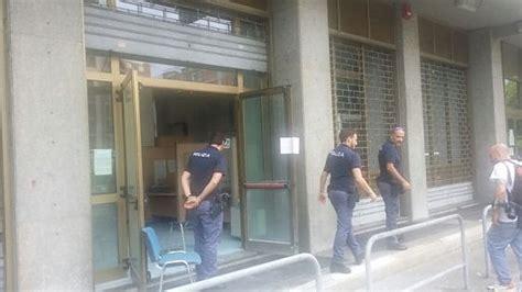 ufficio disoccupazione torino torino donna si d 224 fuoco all inps 232 grave quot senza lavoro